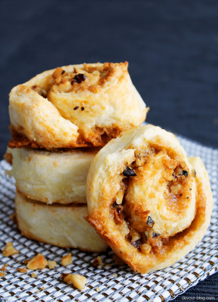 Maple Sugar Ragamuffins. A simple no-knead dough rolled up with maple sugar, walnuts and butter! devour-blog.com