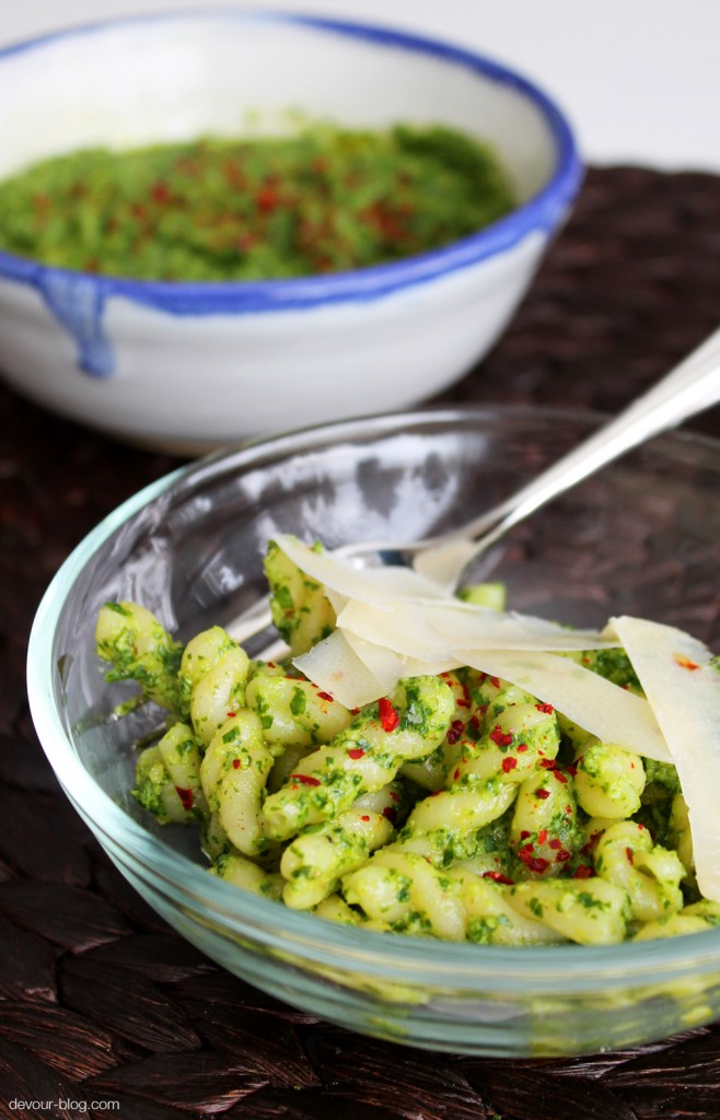 Arugula Walnut Pesto. Perfect on pasta, pizza or spread on sandwiches! devour-blog.com