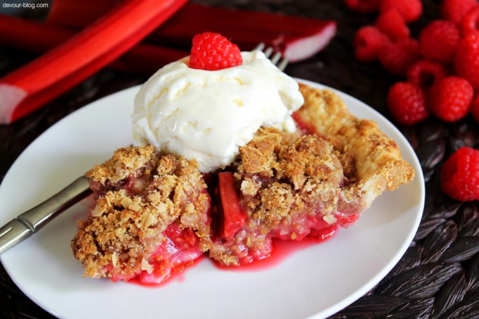 Raspberry Rhubarb Crumble Pie