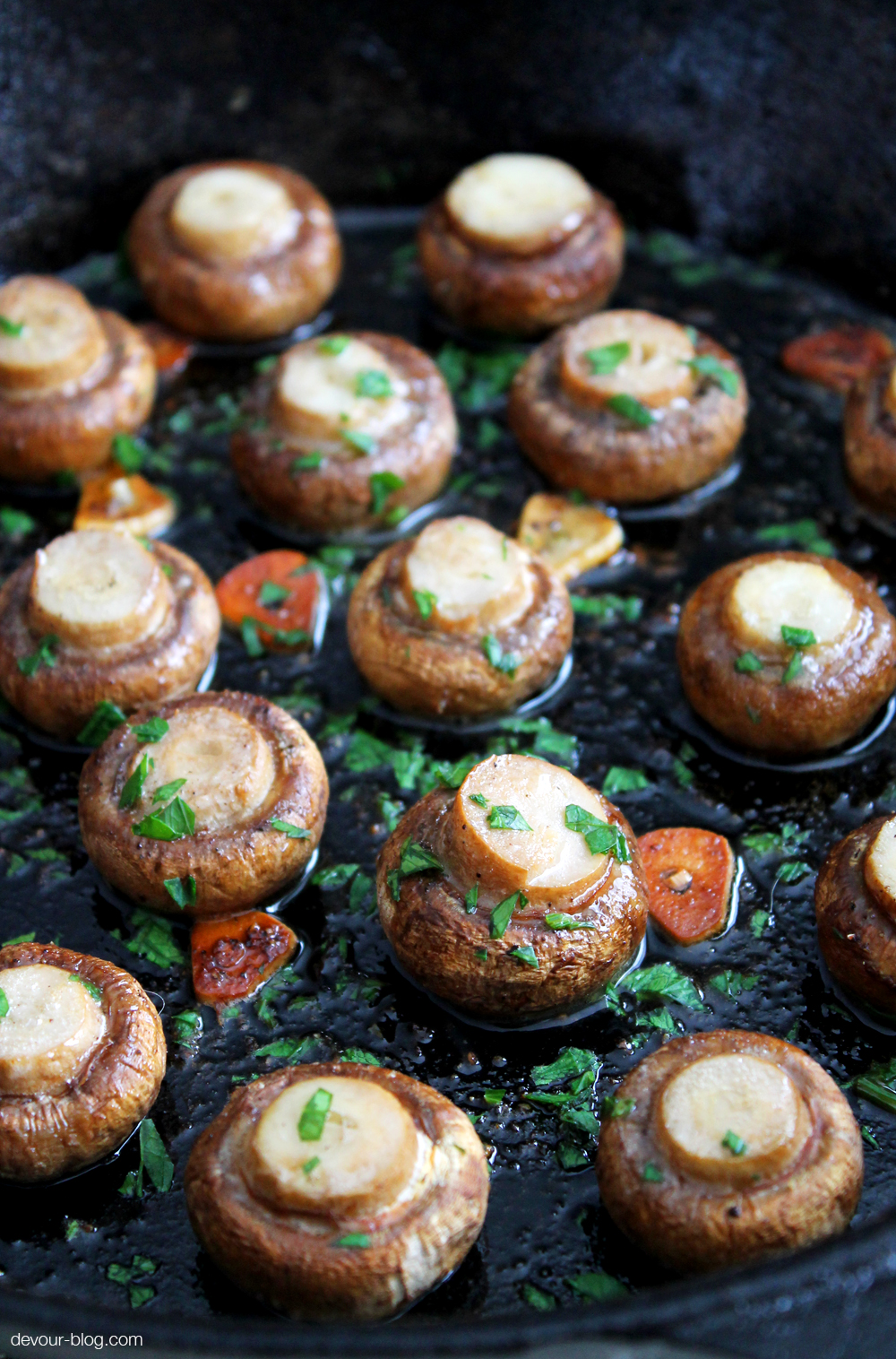 Baked Mushrooms with butter, garlic and parsley. devour-blog.com